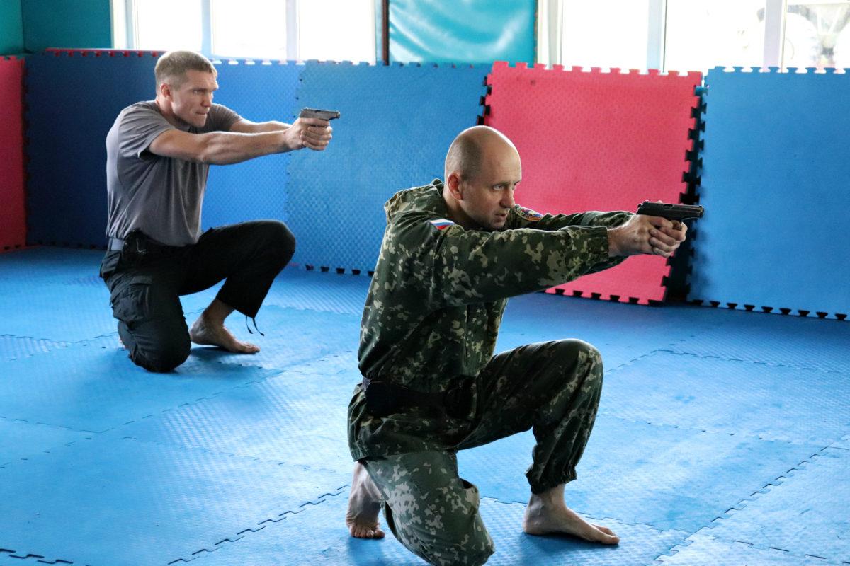 Акробатика с оружием