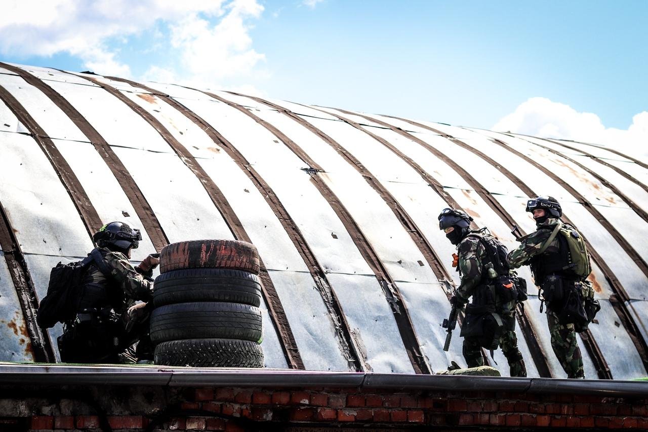 Спецназ на крыше